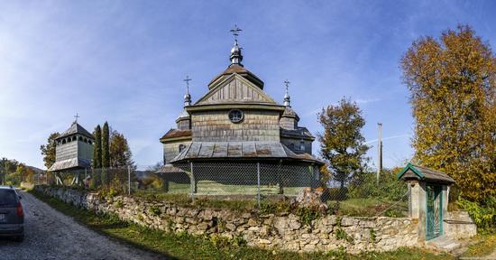 Church of St. Michael the Archangel in Lahodiv, Lviv region, Ukraine, photo 1