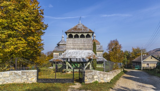 Church of St. Michael the Archangel in Lahodiv, Lviv region, Ukraine, photo 3