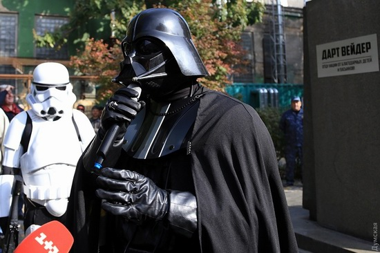 Darth Vader monument, Odessa, Ukraine, photo 10