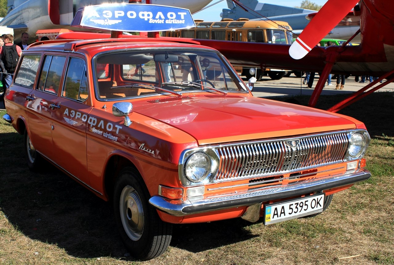 "The exhibition of retro cars ""Old Car Fest"" in Kyiv · Ukraine travel ..."