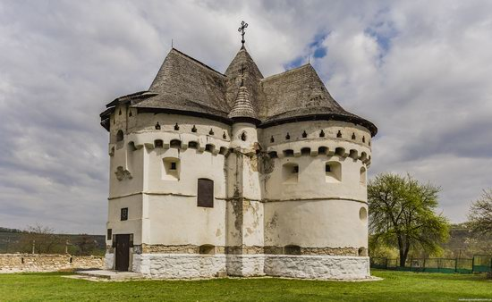 Holy Protection Fortress-Church, Sutkivtsi, Ukraine, photo 7