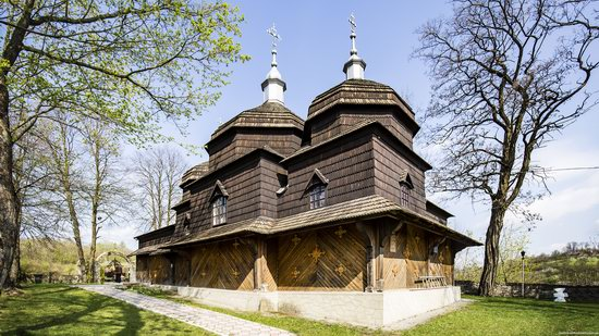 Wooden St. Nicholas Church, Sapohiv, Ukraine, photo 1