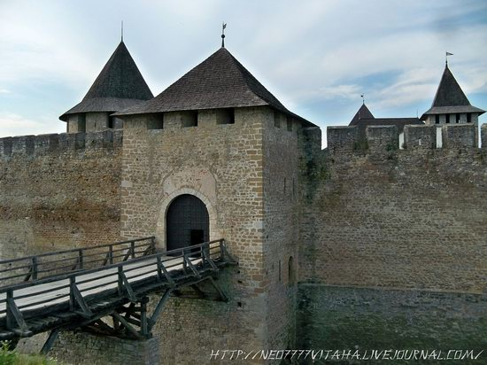 Khotyn Fortress in the Chernivtsi region, Ukraine, photo 4