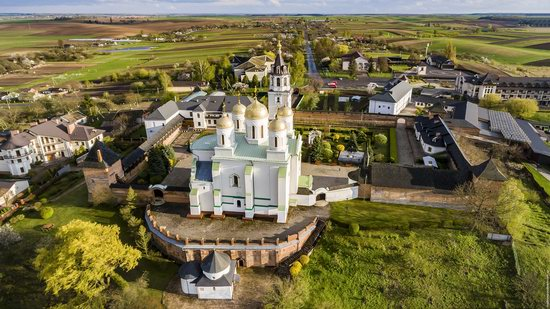 Uspenskyi Svyatohorskyi Convent in Zymne, Ukraine, photo 1