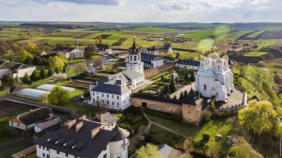 Uspenskyi Svyatohorskyi Convent in Zymne, Ukraine, photo 4