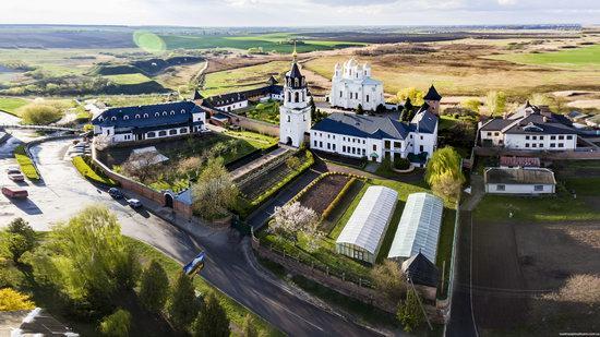 Uspenskyi Svyatohorskyi Convent in Zymne, Ukraine, photo 7