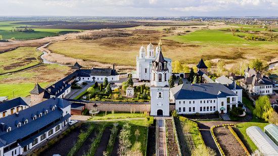 Uspenskyi Svyatohorskyi Convent in Zymne, Ukraine, photo 8