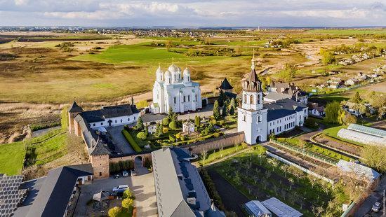 Uspenskyi Svyatohorskyi Convent in Zymne, Ukraine, photo 9