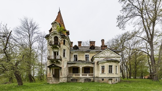 Abandoned villa in Nyzhankovychi, Lviv region, Ukraine, photo 1
