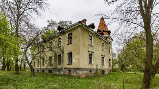 Abandoned villa in Nyzhankovychi, Lviv region, Ukraine, photo 10