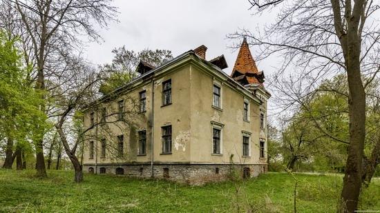 Abandoned villa in Nyzhankovychi, Lviv region, Ukraine, photo 10