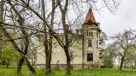 Abandoned villa in Nyzhankovychi, Lviv region, Ukraine, photo 11