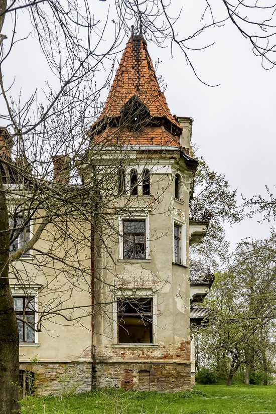 Abandoned villa in Nyzhankovychi, Lviv region, Ukraine, photo 12