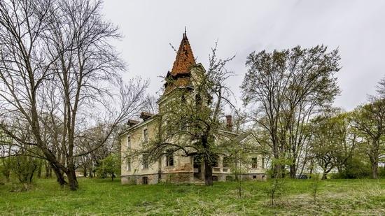 Abandoned villa in Nyzhankovychi, Lviv region, Ukraine, photo 14