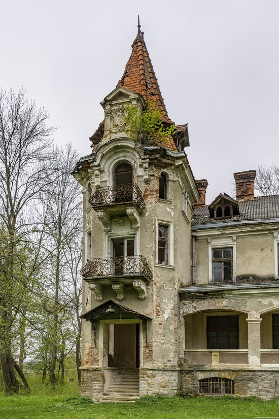 Abandoned villa in Nyzhankovychi, Lviv region, Ukraine, photo 2