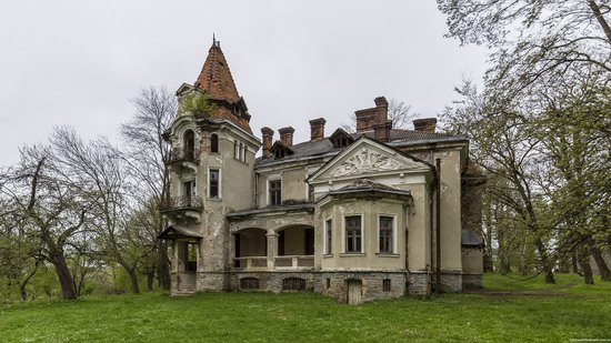 Abandoned villa in Nyzhankovychi, Lviv region, Ukraine, photo 4