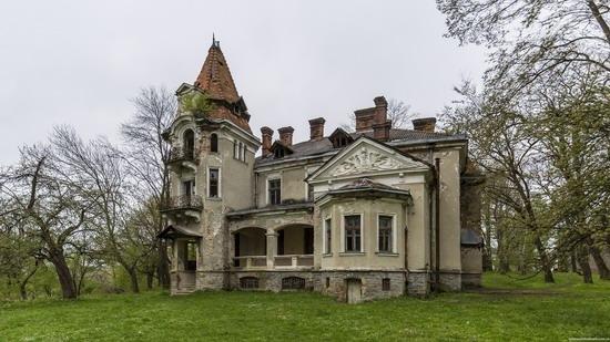 Abandoned villa in Nyzhankovychi, Lviv region, Ukraine, photo 4