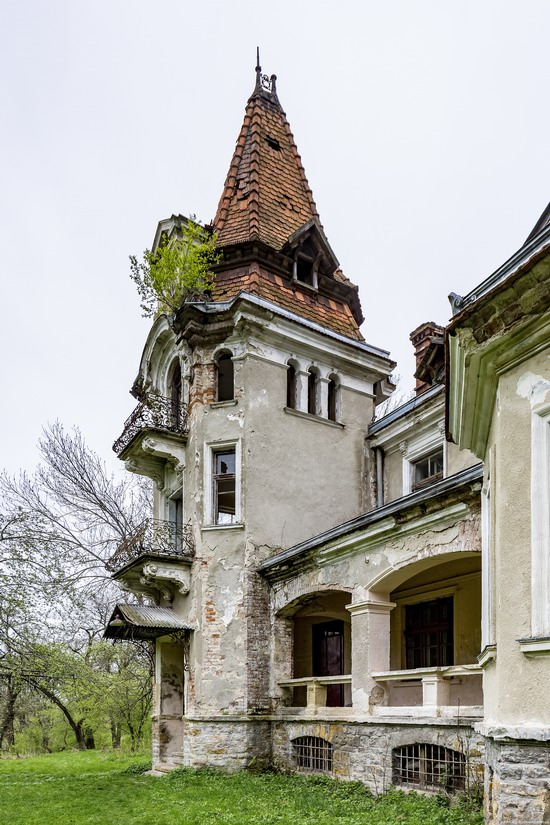 Abandoned villa in Nyzhankovychi, Lviv region, Ukraine, photo 5