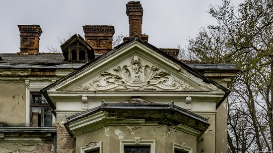 Abandoned villa in Nyzhankovychi, Lviv region, Ukraine, photo 6