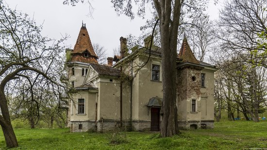 Abandoned villa in Nyzhankovychi, Lviv region, Ukraine, photo 7