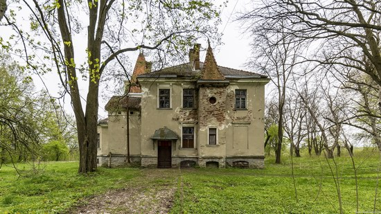 Abandoned villa in Nyzhankovychi, Lviv region, Ukraine, photo 8