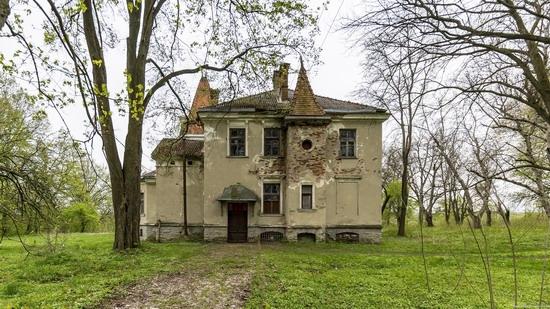 Abandoned villa in Nyzhankovychi, Lviv region, Ukraine, photo 8