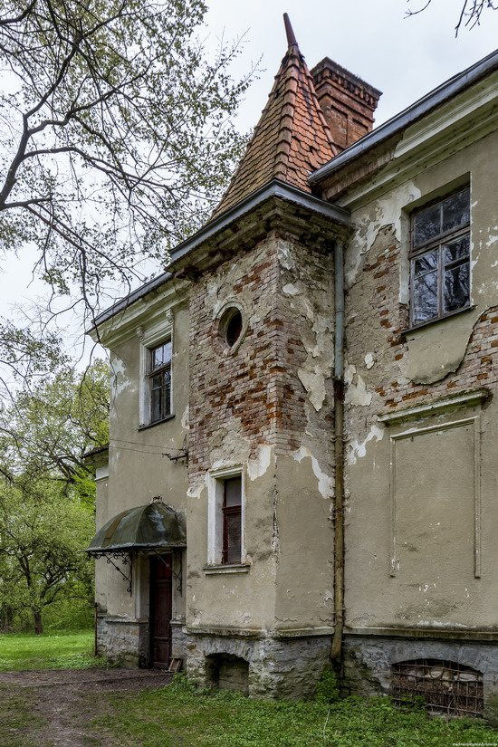 Abandoned villa in Nyzhankovychi, Lviv region, Ukraine, photo 9