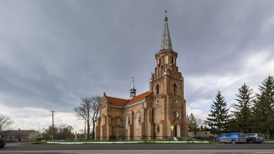 Catholic Church in Stoyaniv, Lviv region, Ukraine, photo 1