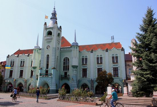 Walk through the center of Mukachevo, Ukraine, photo 1