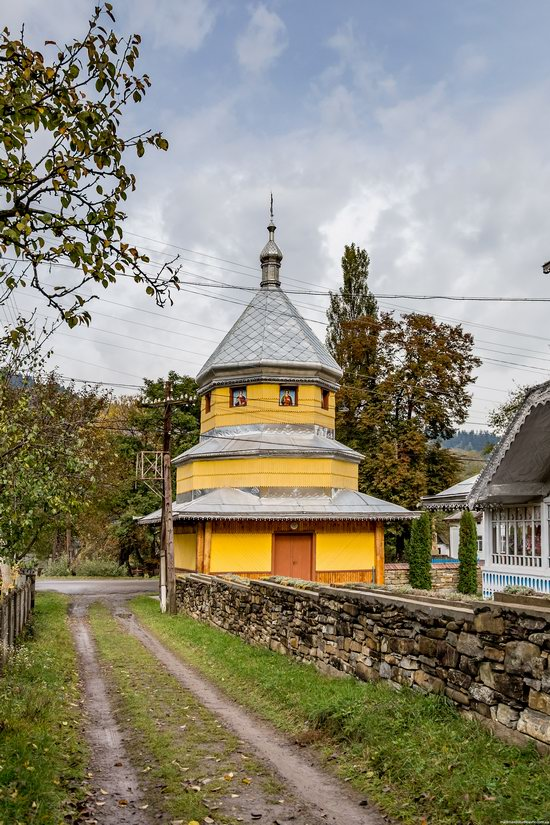 Assumption Church in Roztoky, Chernivtsi region, Ukraine, photo 13