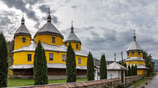 Assumption Church in Roztoky, Chernivtsi region, Ukraine, photo 2