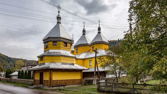 Assumption Church in Roztoky, Chernivtsi region, Ukraine, photo 4