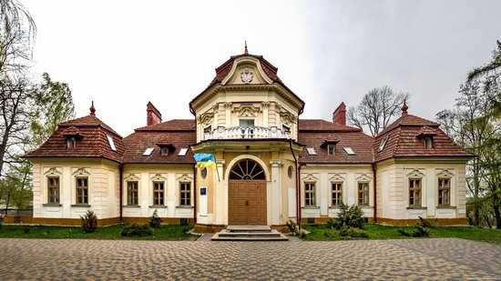 Brunicki Palace in Velykyi Lyubin, Lviv region, Ukraine, photo 1