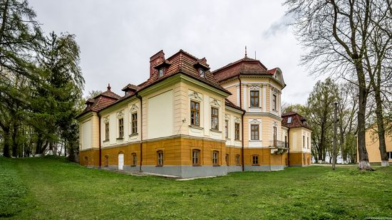 Brunicki Palace in Velykyi Lyubin, Lviv region, Ukraine, photo 4