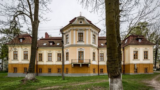 Brunicki Palace in Velykyi Lyubin, Lviv region, Ukraine, photo 5
