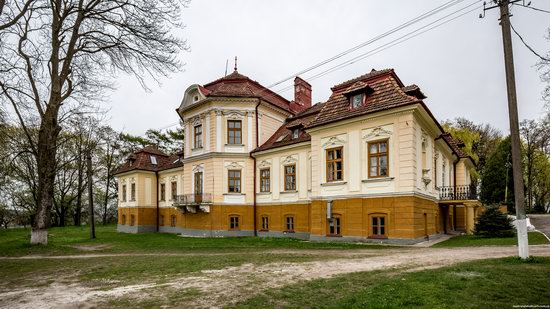 Brunicki Palace in Velykyi Lyubin, Lviv region, Ukraine, photo 6