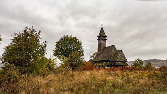 Wooden Churches St. Nicholas in Serednje Vodyane, Ukraine, photo 1