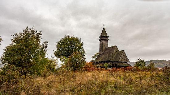 Wooden Churches St. Nicholas in Serednje Vodyane, Ukraine, photo 1