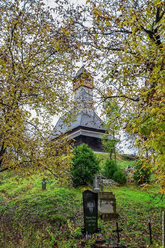 Wooden Churches St. Nicholas in Serednje Vodyane, Ukraine, photo 12