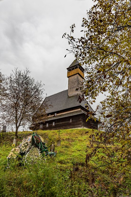 Wooden Churches St. Nicholas in Serednje Vodyane, Ukraine, photo 14