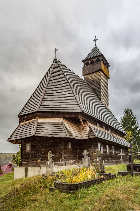 Wooden Churches St. Nicholas in Serednje Vodyane, Ukraine, photo 17
