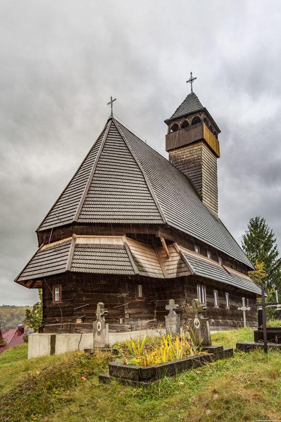 Wooden Churches St. Nicholas in Serednje Vodyane, Ukraine, photo 17
