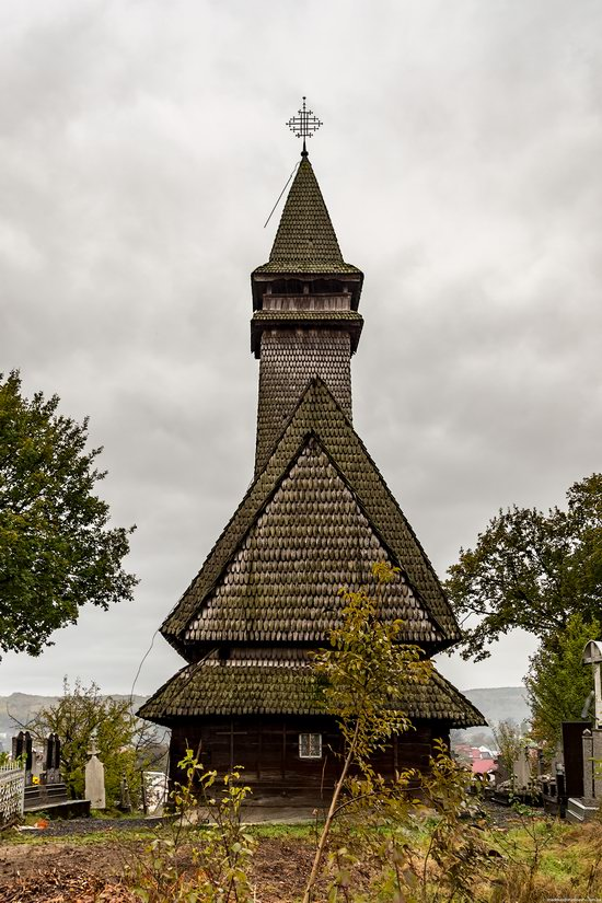 Wooden Churches St. Nicholas in Serednje Vodyane, Ukraine, photo 7