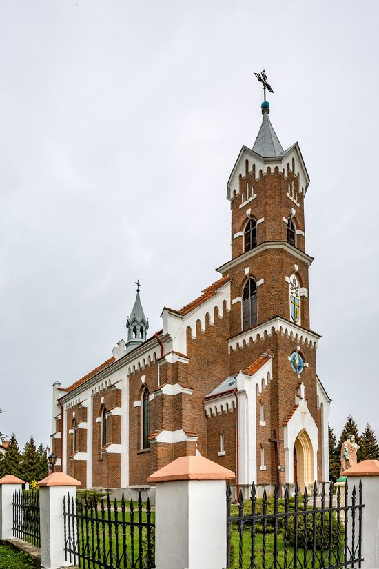 Catholic Church of St. Nicholas in Pnikut, Ukraine, photo 18