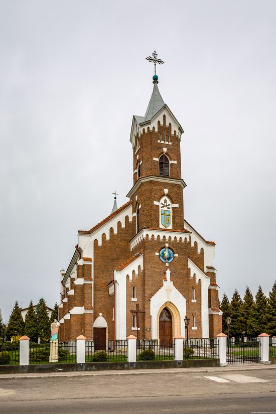 Catholic Church of St. Nicholas in Pnikut, Ukraine, photo 2