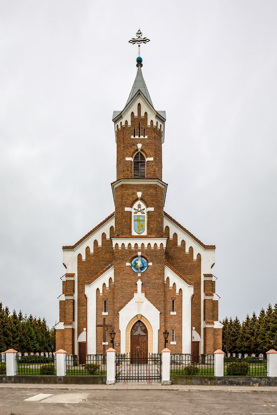 Catholic Church of St. Nicholas in Pnikut, Ukraine, photo 3