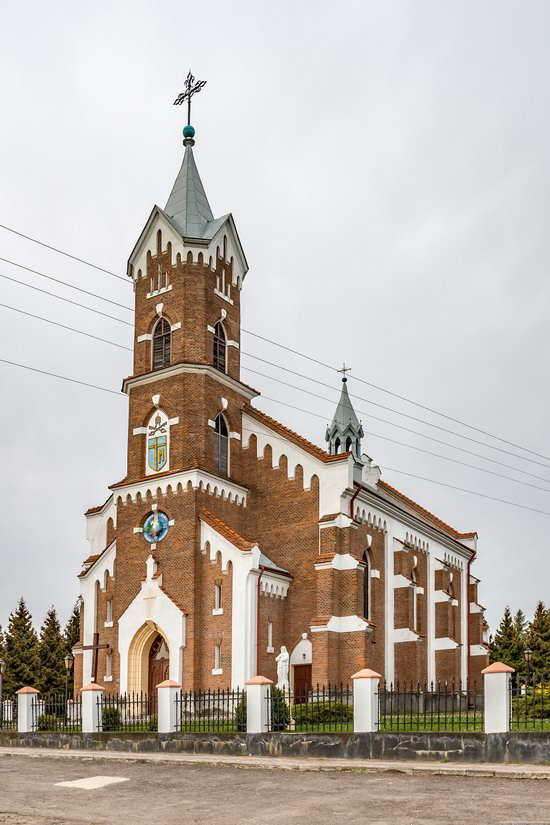 Catholic Church of St. Nicholas in Pnikut, Ukraine, photo 4
