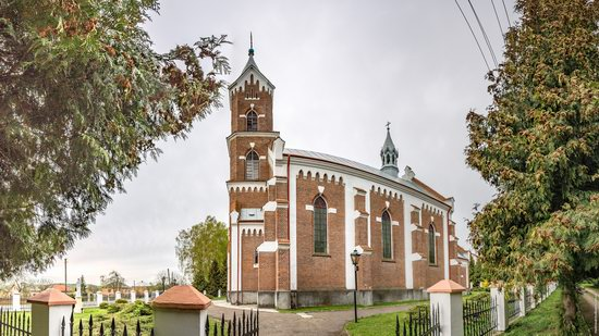Catholic Church of St. Nicholas in Pnikut, Ukraine, photo 5
