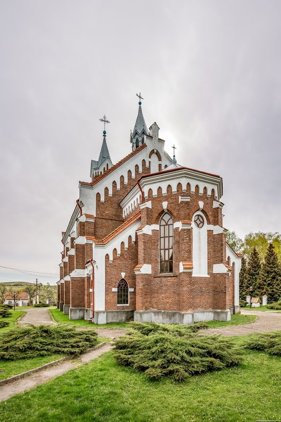 Catholic Church of St. Nicholas in Pnikut, Ukraine, photo 6