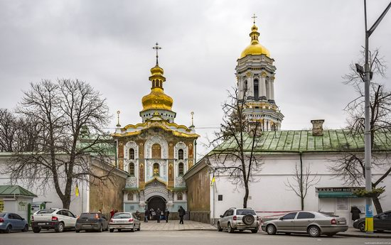 Gate Church of the Trinity in Kyiv, Ukraine, photo 1